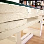 Mesa artesanal a medida hecha con pallets por Studio Now para Dadú Estudio