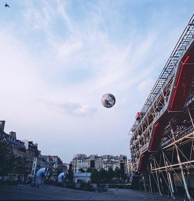 Neil-Dawson-Globe-Pompidou