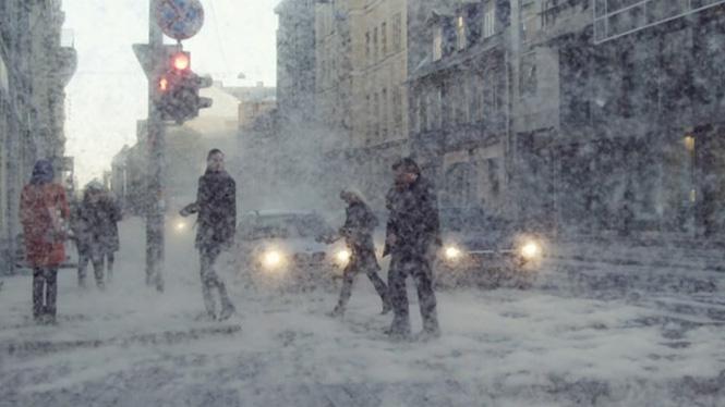 Nieve inesperada en Riga creada por el colectivo creativo letón Kut